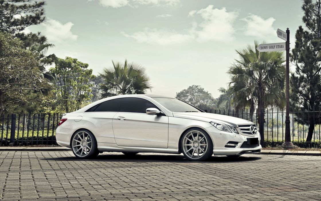 Mercedes-Benz E-Class Coupe White Side Cars wallpaper