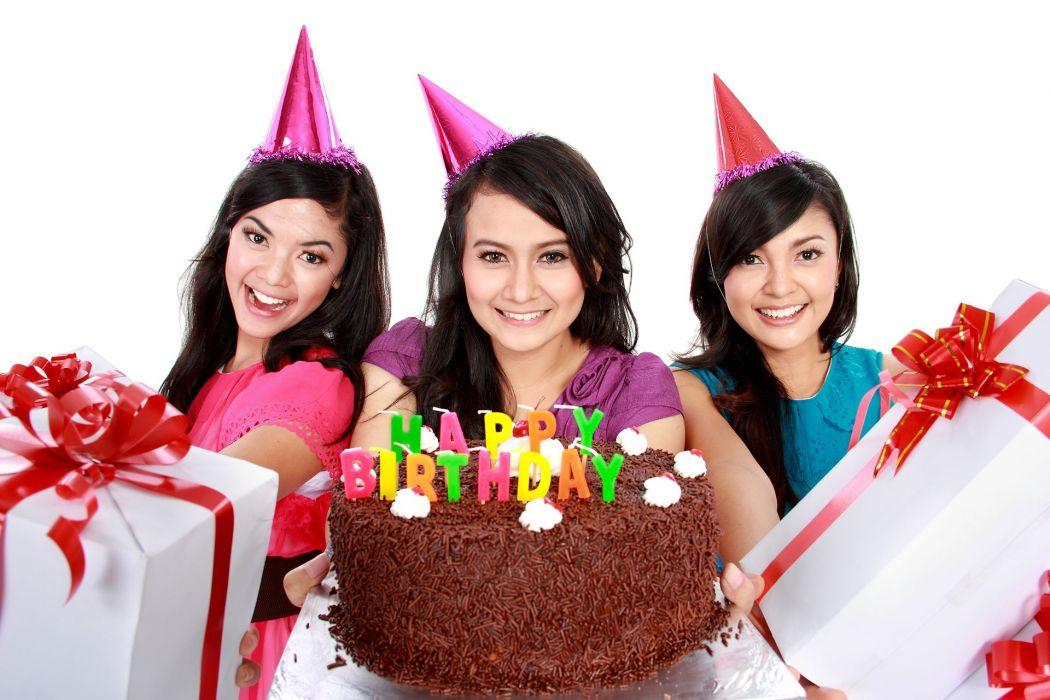 3 amigas celebrando cumpleay wallpaper