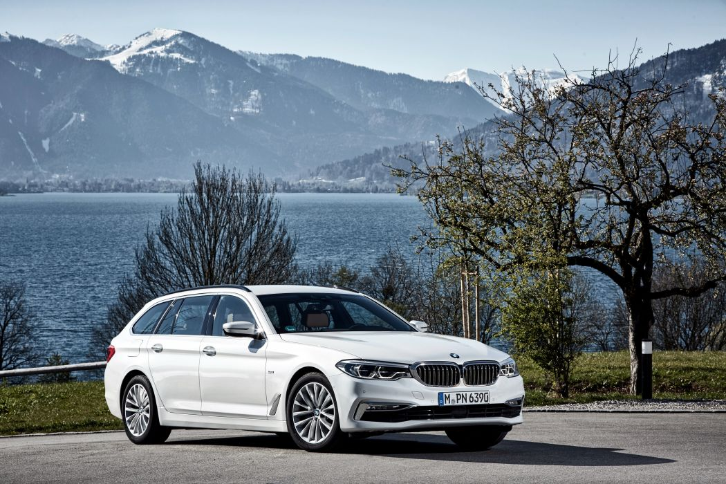 BMW 520d Touring Luxury Line 2017 wallpaper