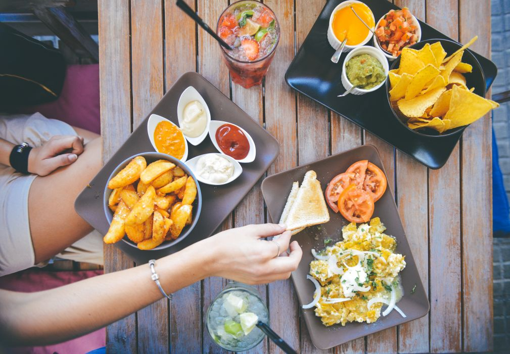 beverages brunch cocktail cuba libre delicious diner dinner dip drink eating finger food food foodporn hand hunger hungry lunch meal mexican mexico nachos person potatoes restaurant salad tasty tomatoes woman yummy wallpaper