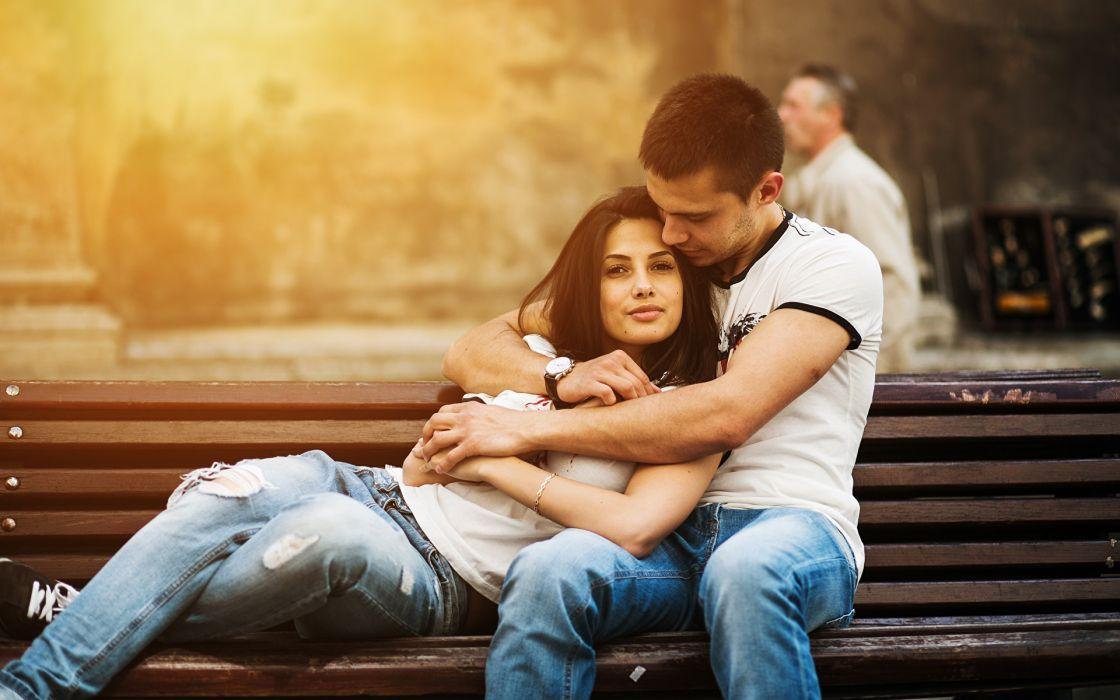 pareja emamorados banco parque amor san valentin wallpaper