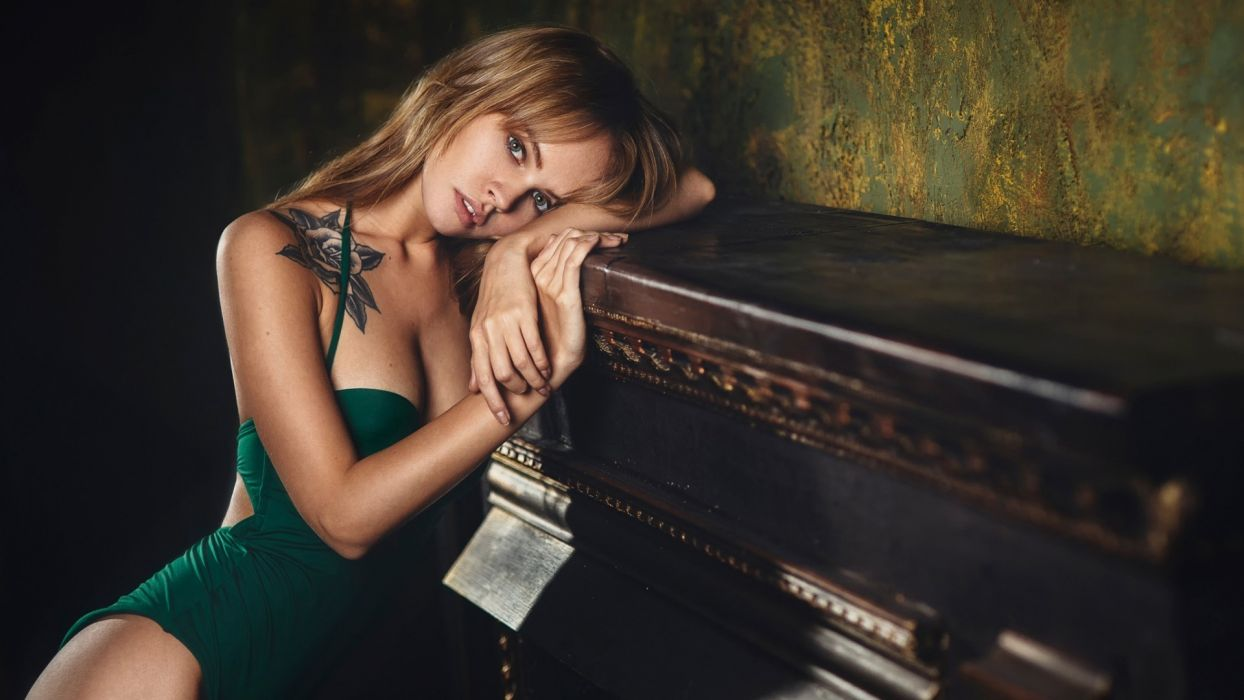 Sensuality sensual sexy girl woman model tattoo Anastsia-Scheglova juicy-lips piano cleavage bare-shoulders wallpaper