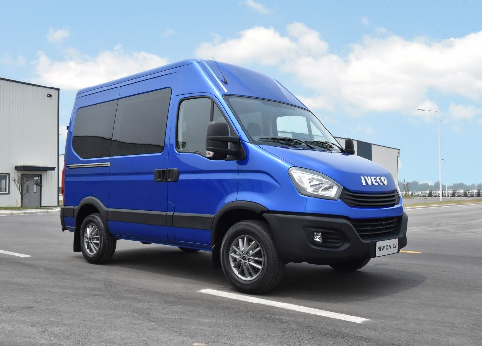 Iveco Daily Bus 2017 wallpaper