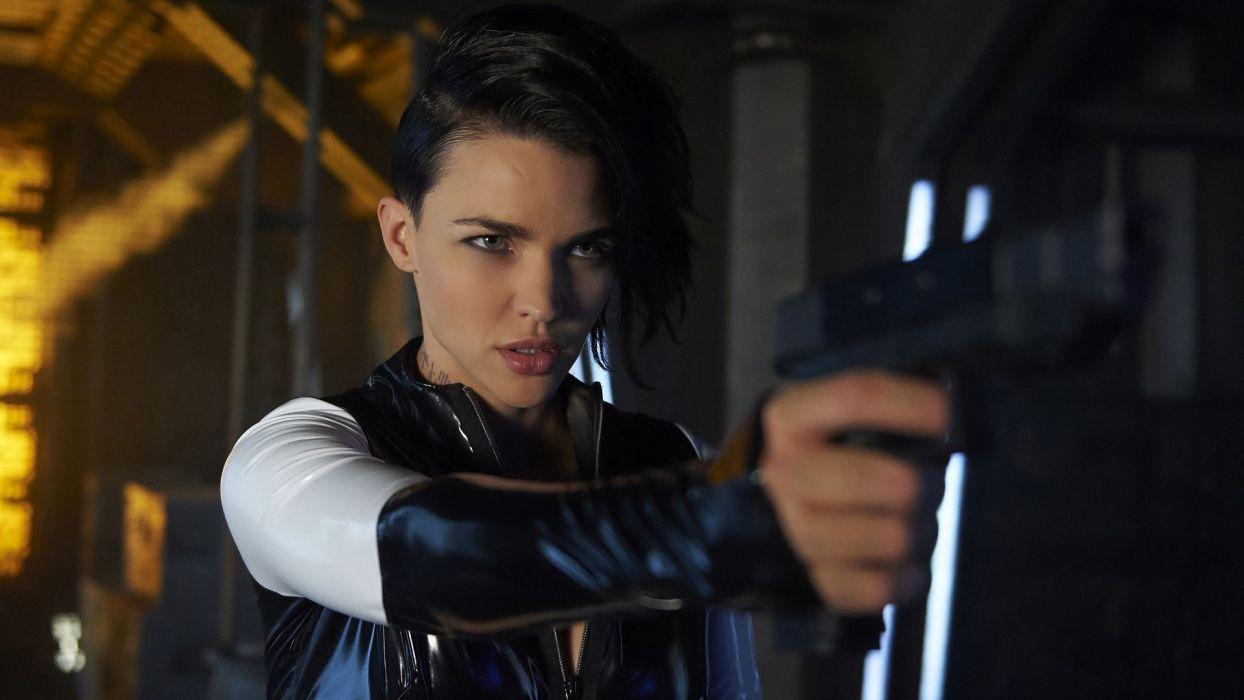 Armed girl woman movies Ruby-Rose Dark-Matter serie TV pistol juicy-lips wallpaper