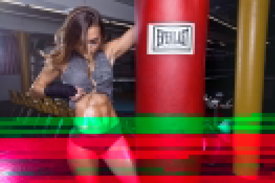 Sport sensuality sensual sexy girl woman model body fitness workout sportswear belly abs navel gym boxing sweat sweaty bag Madison-Gurka wallpaper