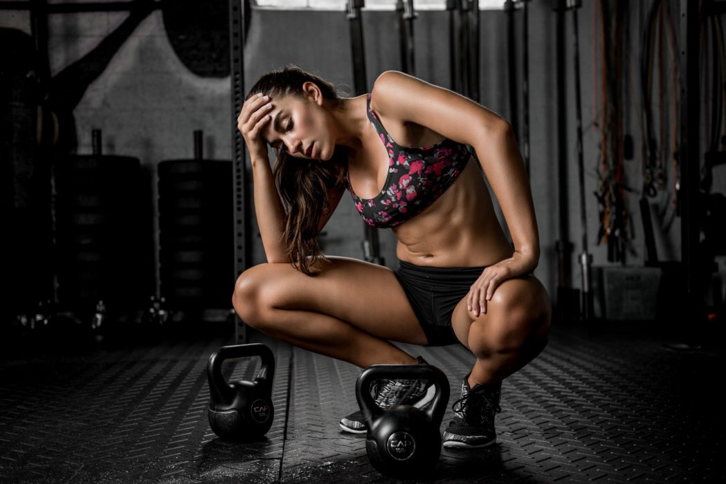 Sport sensuality sensual sexy girl woman model body fitness workout sportswear belly abs navel gym dumbbells legs knees Dani-Dikeman wallpaper