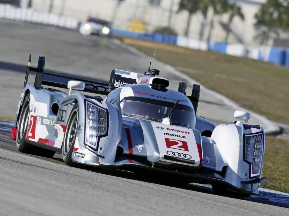 Audi R18 e-tron quattro 2013 Race Car wallpaper