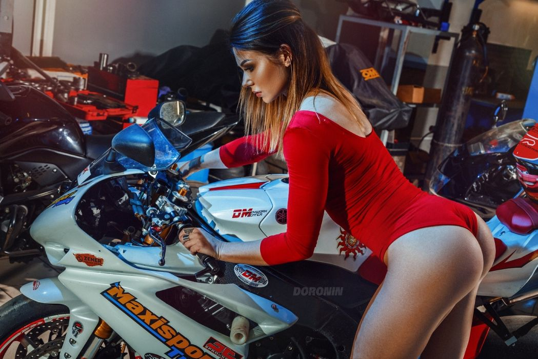 Machine sensuality sensual sexy girl woman model motorcycles thighs hips curvy curved yamaha wallpaper