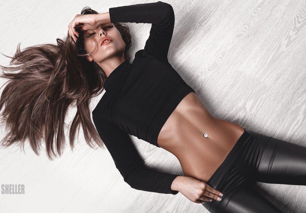 Sport sensuality sensual sexy girl woman model body fitness workout sportswear belly abs navel piercing leather-leggings lying Lena-Tatarinova wallpaper