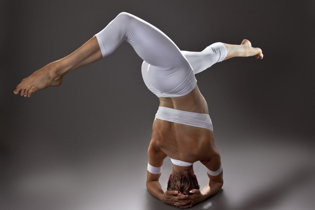 Sport sensuality sensual sexy girl woman model body fitness workout sportswear legs knees gymnastics yoga-pants wallpaper