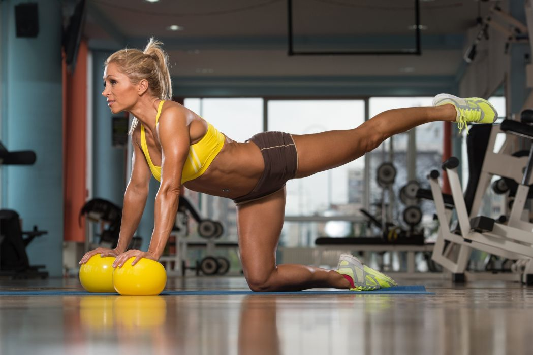 Sport sensuality sensual sexy girl woman model body fitness workout sportswear legs knees kneeling sneakers belly navel ponytail wallpaper