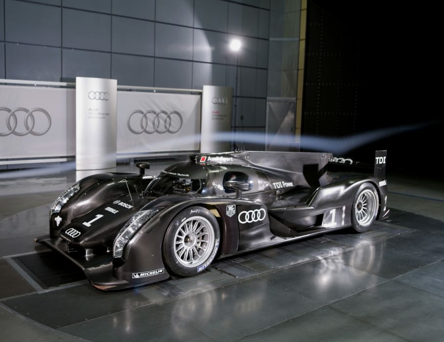 Audi R18 TDI 2011 Race Car wallpaper