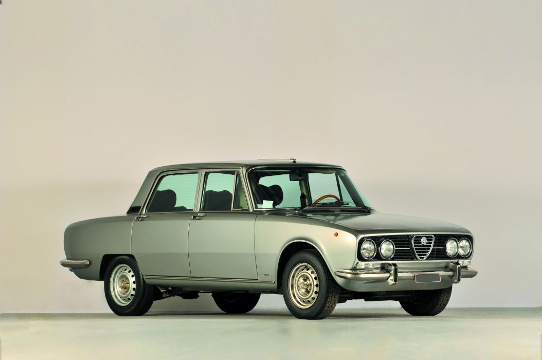 Alfa Romeo 2000 Berlina 1971 wallpaper