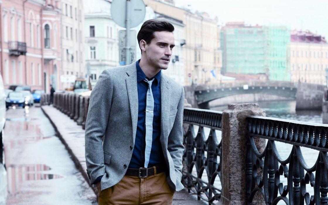 hombre traje paseo ciudad wallpaper