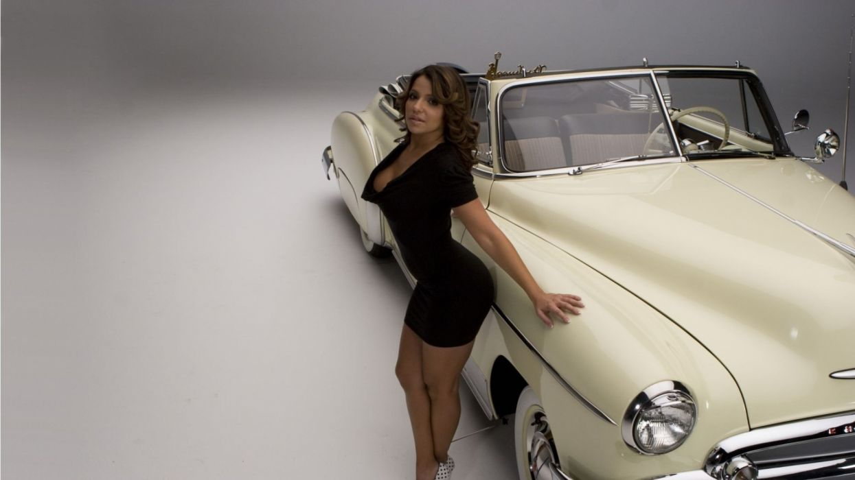 Machine sensuality sensual sexy girl woman model old-car classic Vida-Guerra legs knees dress high-heels cleavage curly-hair cadillac wallpaper