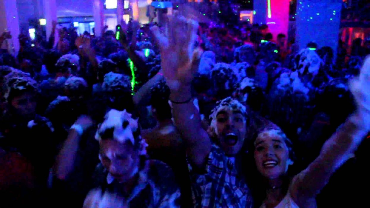 fiesta espuma discoteca wallpaper