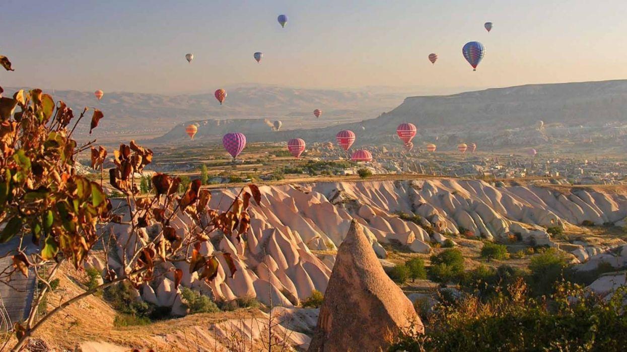 city scenery landscape turkey natural beauty tree goreme turkiye balloons sky magic wallpaper
