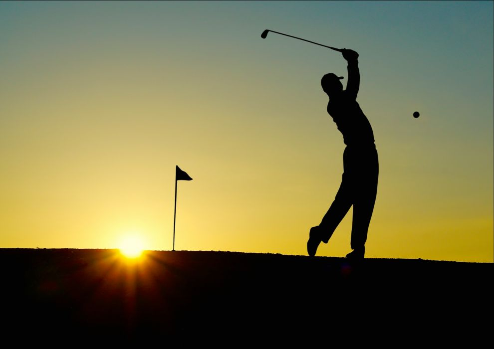 Silhouette of Man Playing Golf during Sunset wallpaper
