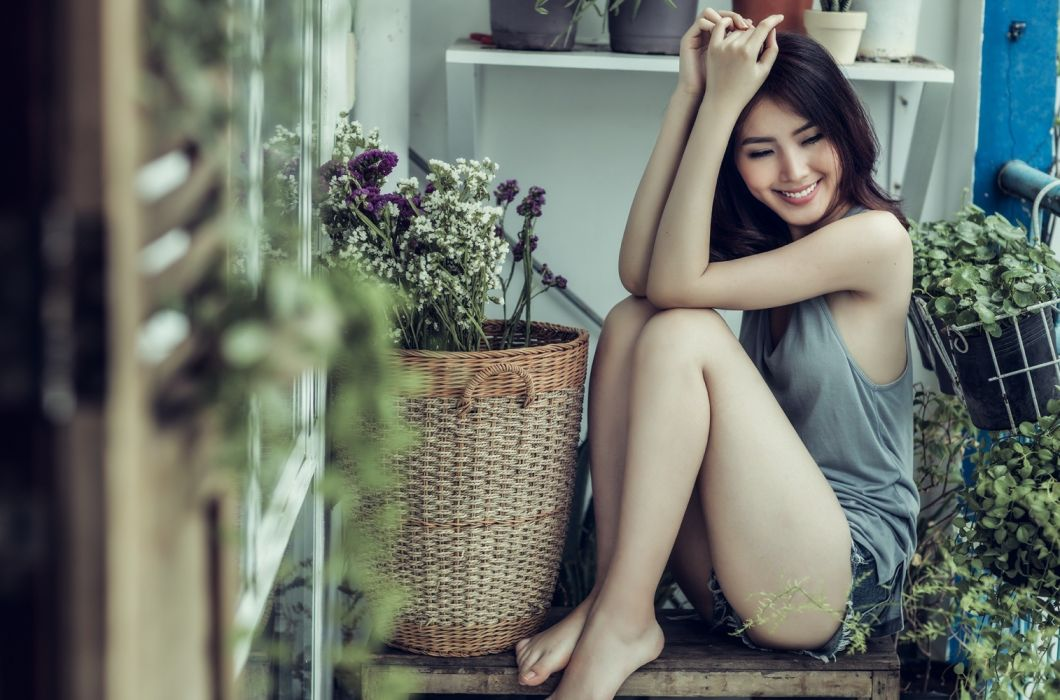 Sensuality sensual-sexy girl woman model legs knees barefoot tank-top jean-shorts denim torn asian smiling flowers wallpaper