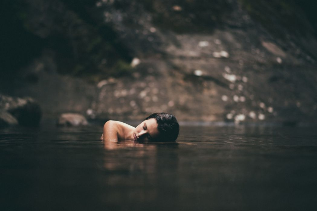 Photography sensuality sensual-sexy girl woman model face Megan-Emmett water wet sleeping bath river wallpaper