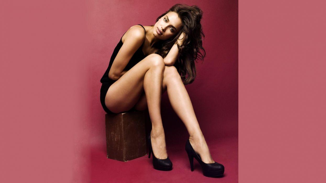 Photography sensuality sensual-sexy girl woman model Irina-Shayk legs knees heels sitting pose wallpaper