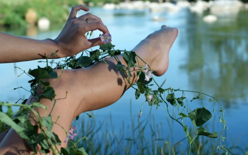 Photography sensuality sensual-sexy girl woman model legs knees barefoot feet hands plants nature leaves flowers lake wallpaper
