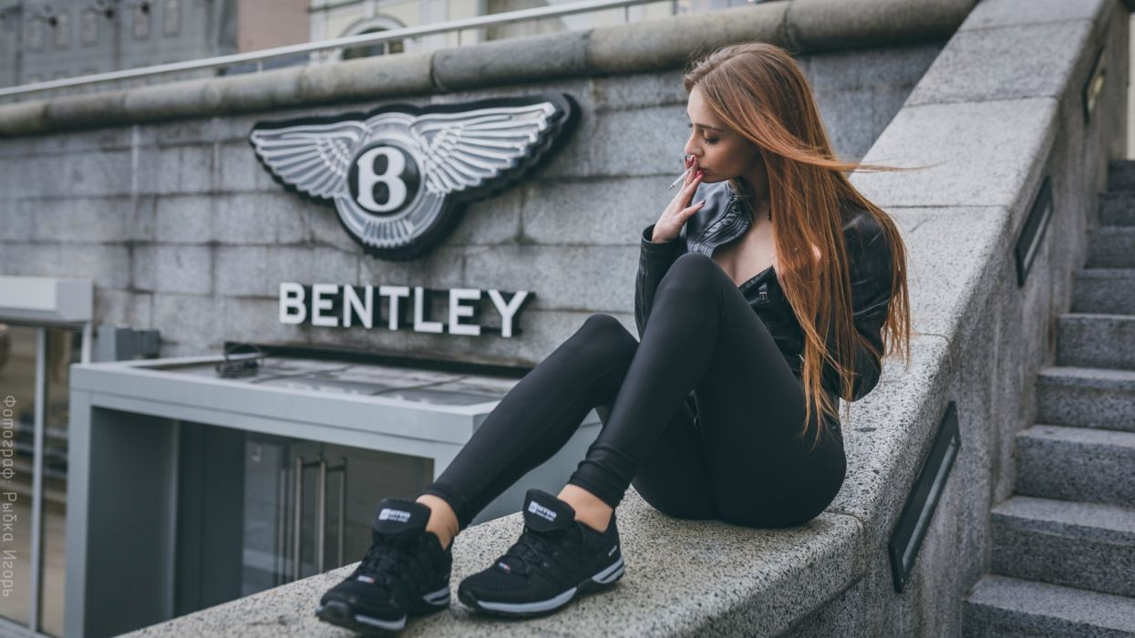 Photography sensuality sensual-sexy girl woman model legs knees Bentley smoking urban cigarettes stairs building shoes Sara- wallpaper