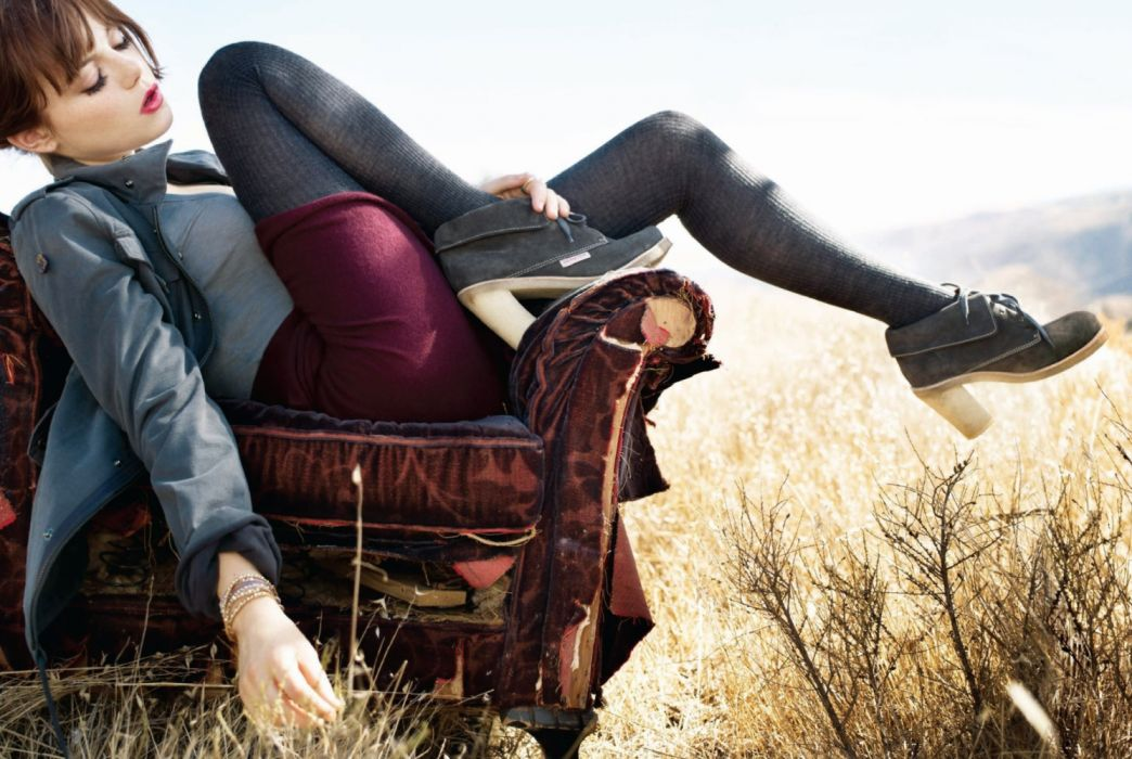 Photography sensuality sensual-sexy girl woman model legs knees Emma-Stone actress stockings chair field wallpaper