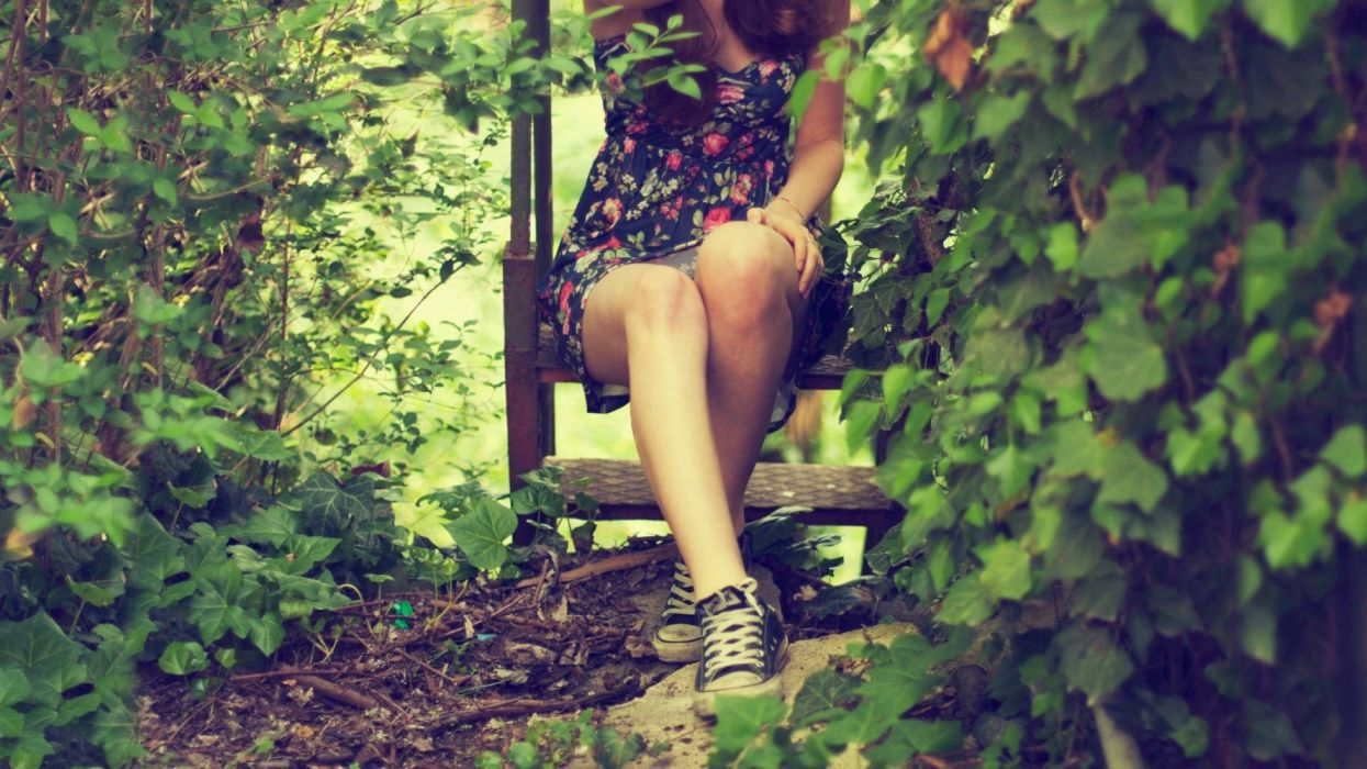Photography sensuality sensual-sexy girl woman model legs knees leaves dress converse plants nature shoes wallpaper