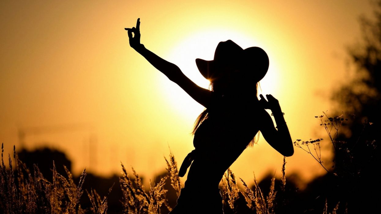 Photography sensuality sensual-sexy girl woman model nature silhouette cowgirl hat sun plants field sun-rays wallpaper