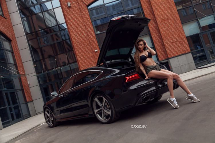 Machine sensuality sensual sexy girl woman model car Dashenka-Strajova legs knees belly navel piercing bra jean-shorts denim torn sneakers socks tattoo Audi-RS7 wallpaper