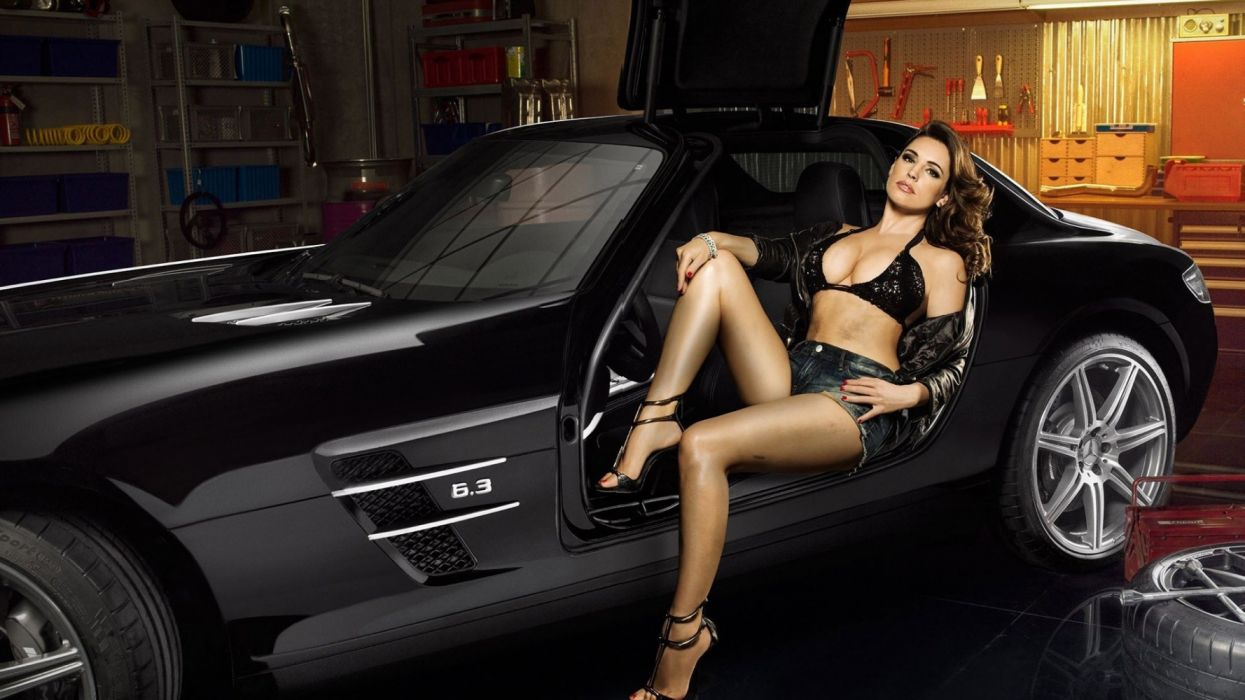 Machine sensuality sensual sexy girl woman model car Kelly Brook legs knees thighs hips bra jean-shorts denim torn high-heels cleavage Mercedes-SLS wallpaper