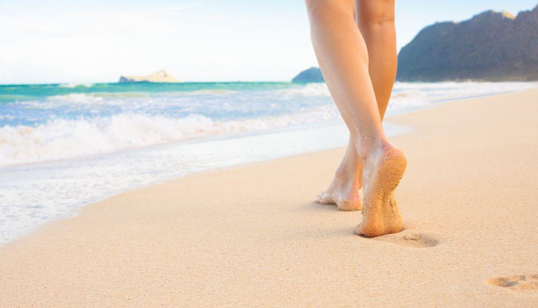 Style sensuality sensual-sexy girl woman model legs barefoot feet beach sand footprints wallpaper