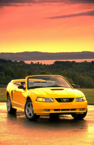 Ford Mustang GT Convertible 35th Anniversary 1999 wallpaper