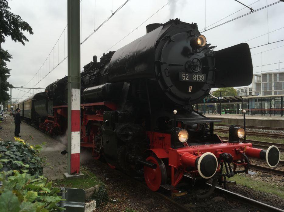 52 8139 at Railwaystation Apeldoorn wallpaper