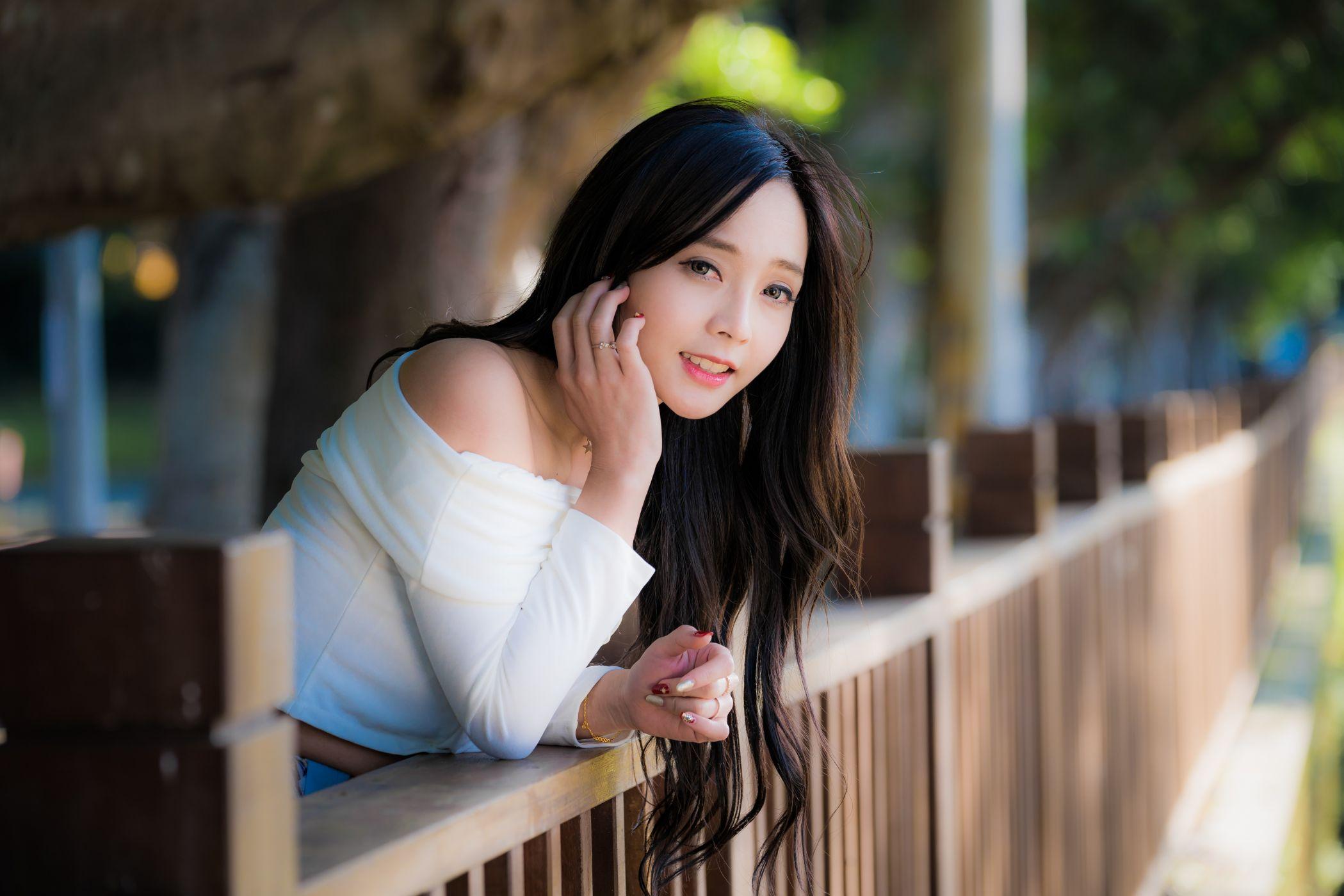 American asian dating woman