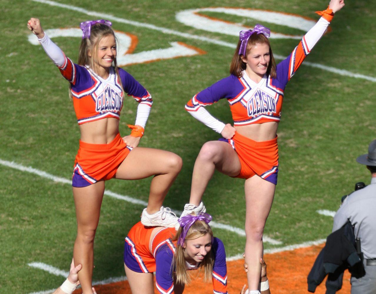 cheerleader-coach-topless-pictures