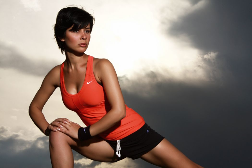 Sport sensuality sensual sexy girl woman model legs knees aesthetics exercise fitness health healthy tank-top cleavage posing wallpaper
