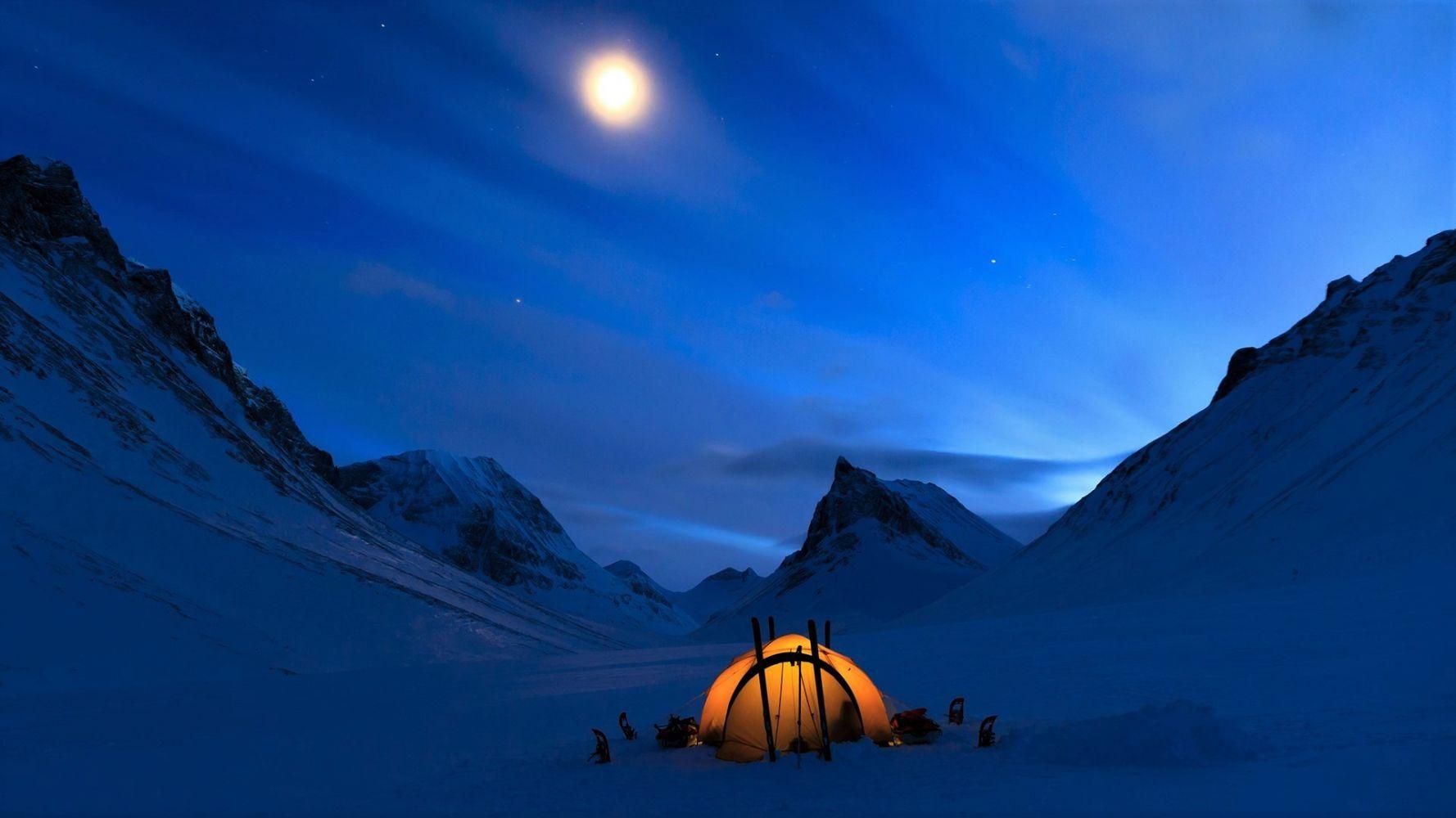 Обои на рабочий стол палатка в горах