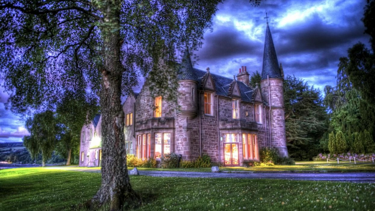 Bunchrew Castle Castle HDR Man Made Scotland wallpaper