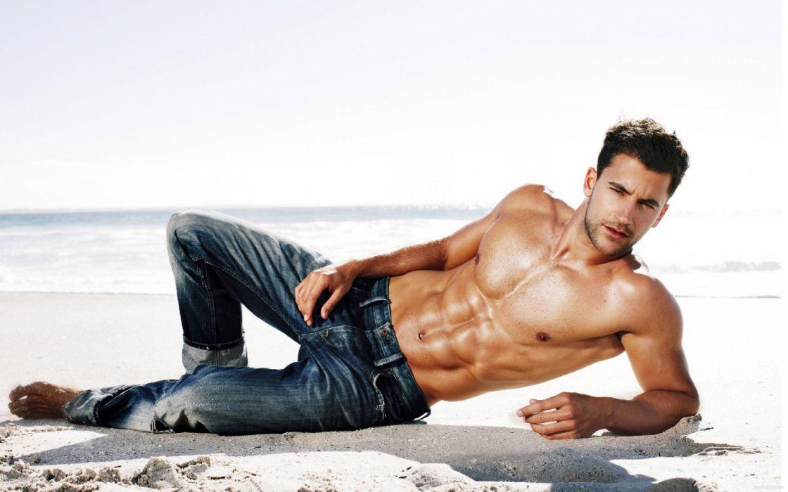 hombre moreno pantalon vaquero modelo wallpaper