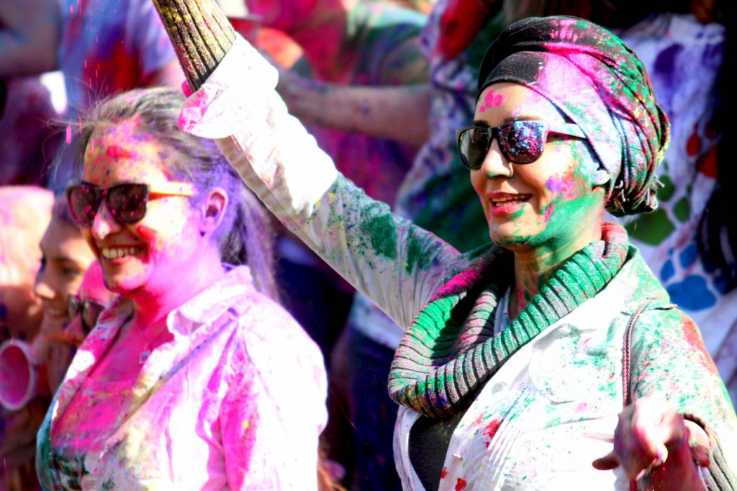 my favourite festival holi in hindi 485 words short essay on the festival of holi holi is an important festival of the hindus it is celebrated all over the country it is a festival of colours and fun it falls in the month of march holi marks the advent of spring and the end of winter like many indian festivals, holi has its.