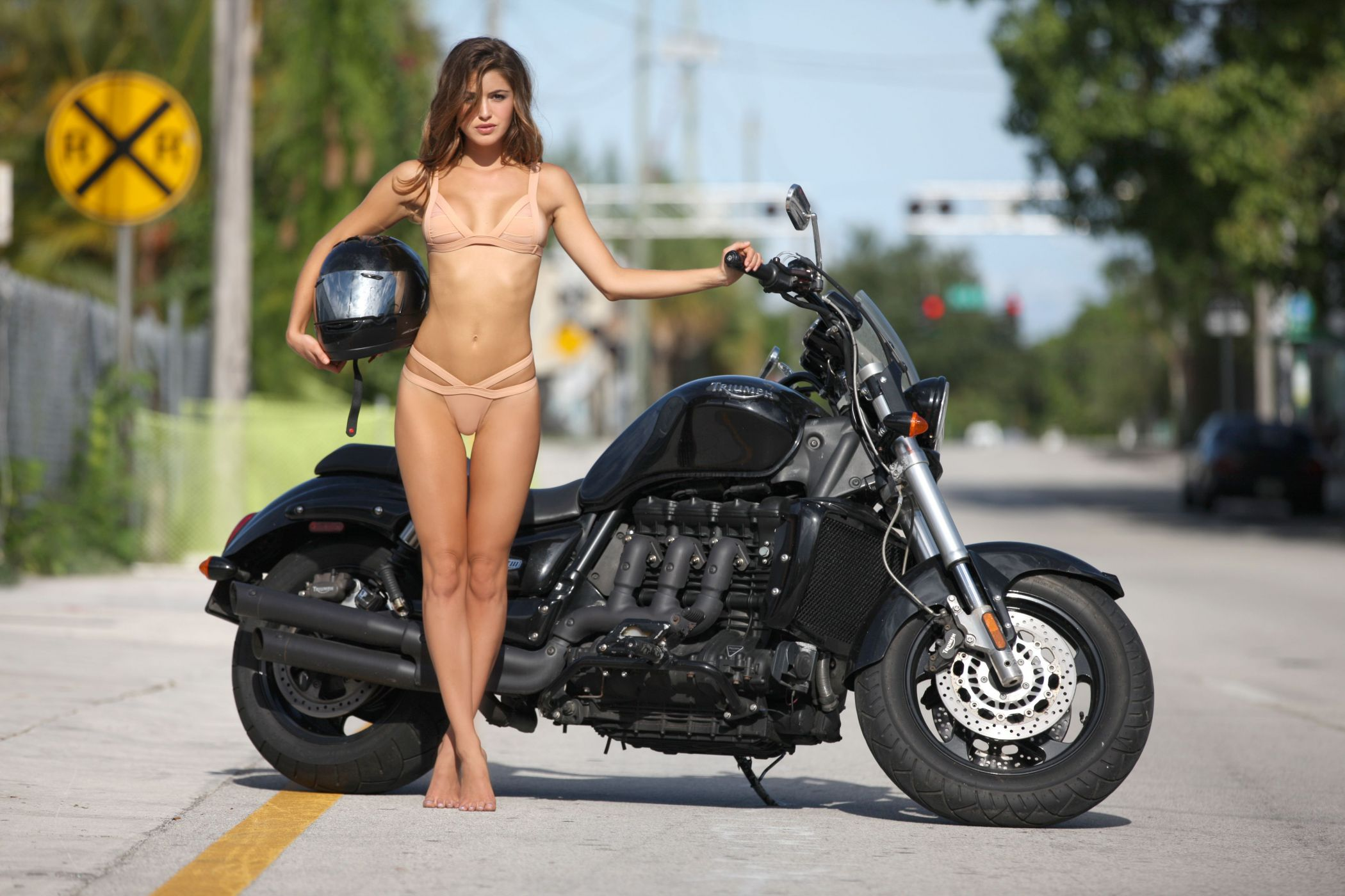 Topless Harley Babes On Bikes