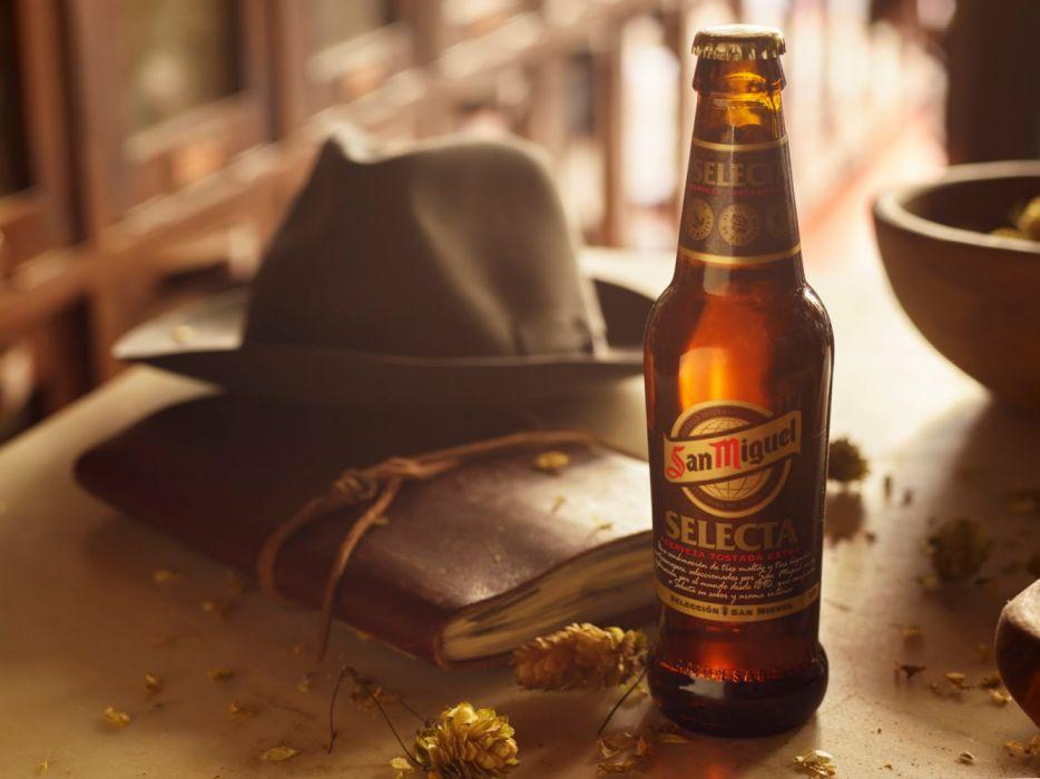 botella cerveza san miguel sombrero libro wallpaper