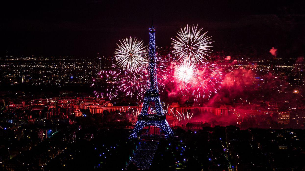 new year fireworks celebrations night eiffel tower paris wallpaper
