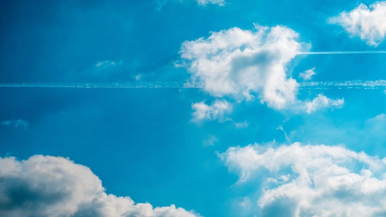 cielo nubes soleado estelas aviones naturaleza wallpaper