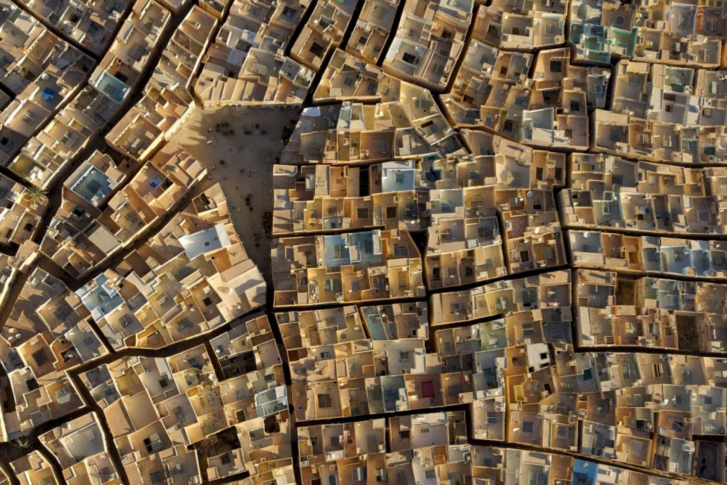 Beni Isguen the exquisitely preserved medieval city in the Algerian Sahara The rooftops are walled off to ensure privacy while sleeping outside in the cool night air OS 1920x1280 wallpaper