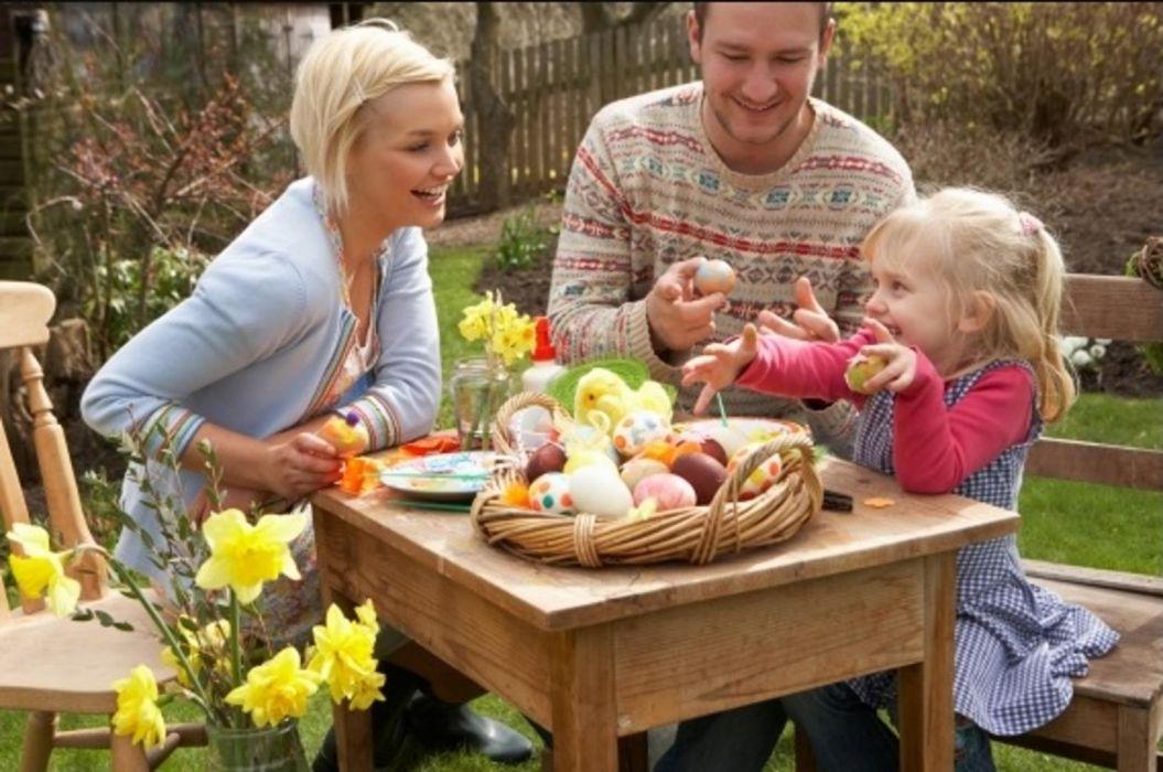 familia pascua huevos pintados flores holiday wallpaper
