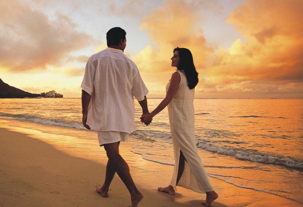enamorados playa amor wallpaper