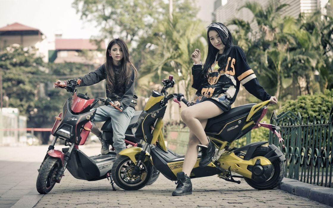 motos scooter mujeres morenas wallpaper